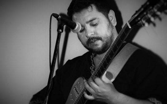 Un multinstrumentista Artesano de Sonidos