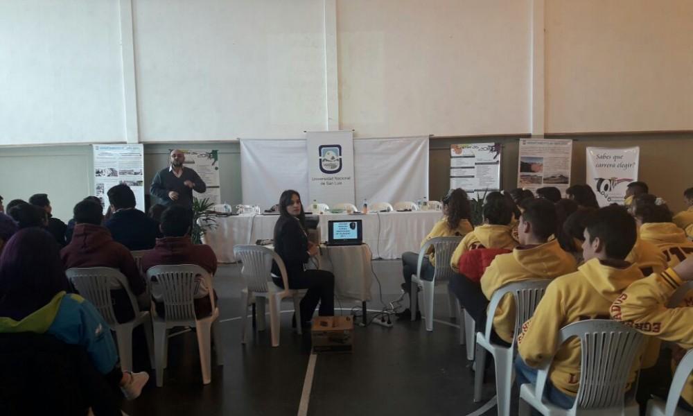 La Universidad llevó su promoción de carreras a Tilisarao