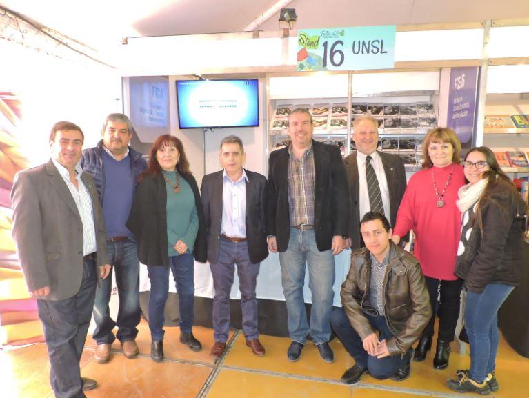 Editorial Universitaria deslumbró con sus obras en la Feria del Libro
