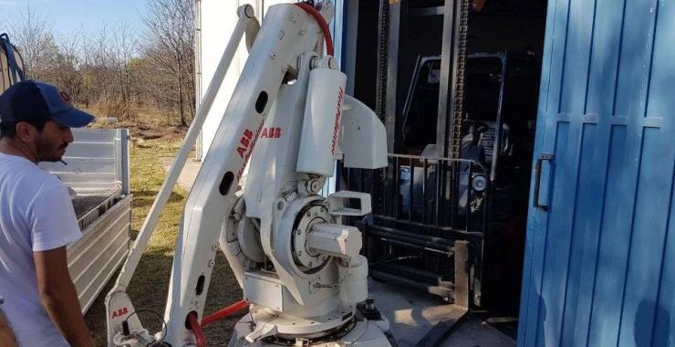 El robot donado por Bagley llegó al Campus Universitario