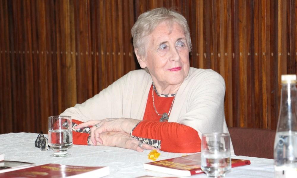 """Stella Calloni presentó el libro """"Mujeres de Fuego"""""""