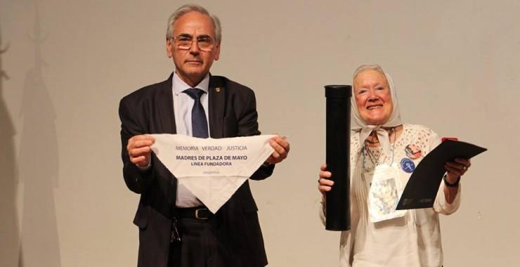 Nora Morales de Cortiñas recibió el título Doctor Honoris Causa