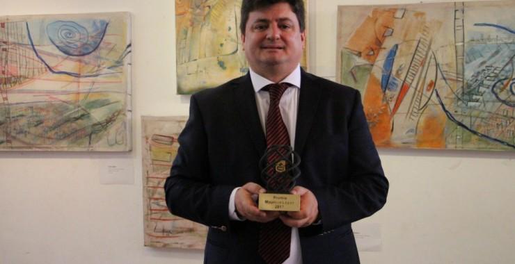 El abogado Pablo Salinas recibió el premio Rector Mauricio López
