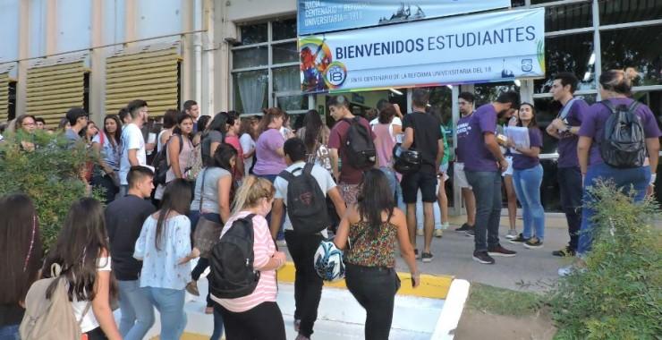 La Universidad celebró la llegada de los ingresantes en Villa Mercedes