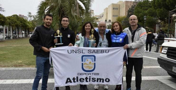 Atletas de la UNSL destacados en maratón internacional