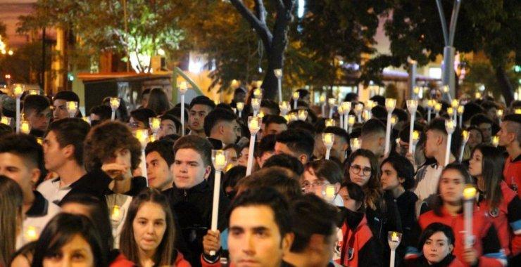 Con antorchas encendidas se realizó la tradicional vigilia a la Patria