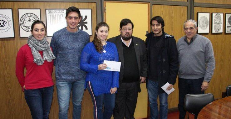 Fundación UNSL entregó becas a estudiantes