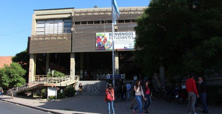 Los estudiantes desocuparon el edificio del Rectorado
