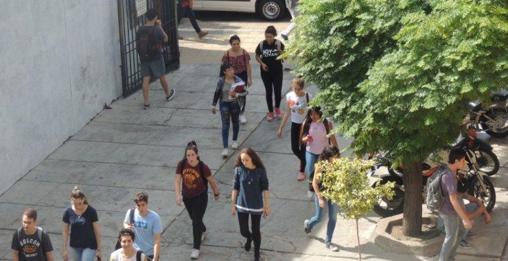 Atención estudiantes: adjudicación y próximo pago de becas
