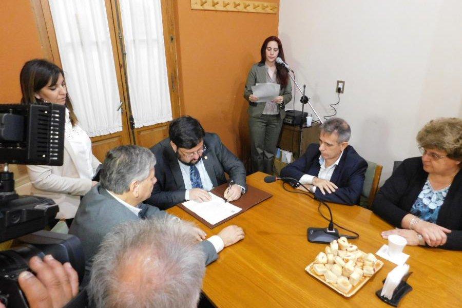 Firman decretos para obras en el Centro Universitario Villa Mercedes