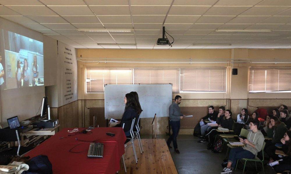 Por videoconferencia la Escuela Normal compartió historia local con España