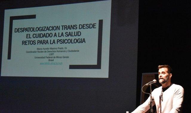 Experto dialoga sobre la despatologización Trans