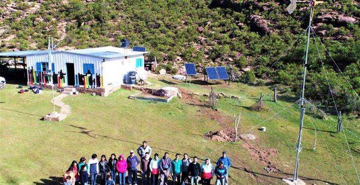 Crean un sistema eólico solar para una escuela rural