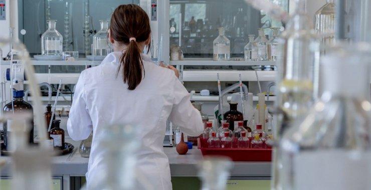Convocatoria «Mujeres en actividades científicas»