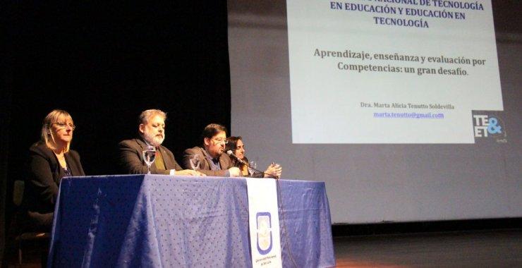 Comenzó el XIV Congreso Nacional de Tecnología en Educación y Educación en Tecnología
