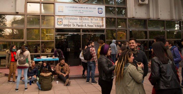 Acreditan lenguas extranjeras para estudiantes de posgrado
