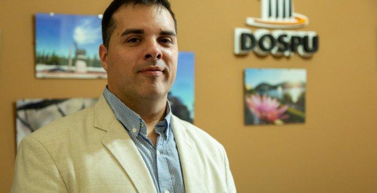 El Dr. Cesar Almeida en la presidencia de la DOSPU