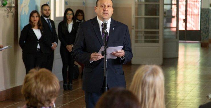 Héctor Paez asumió la conducción de la Escuela Normal