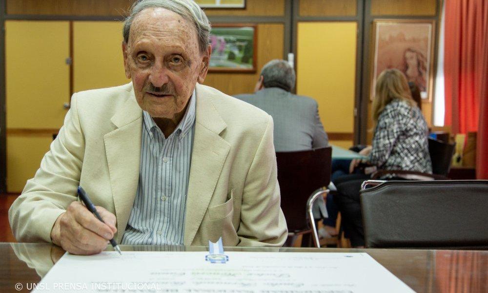 Primer geólogo en recibir el Doctorado Honoris Causa de la UNSL