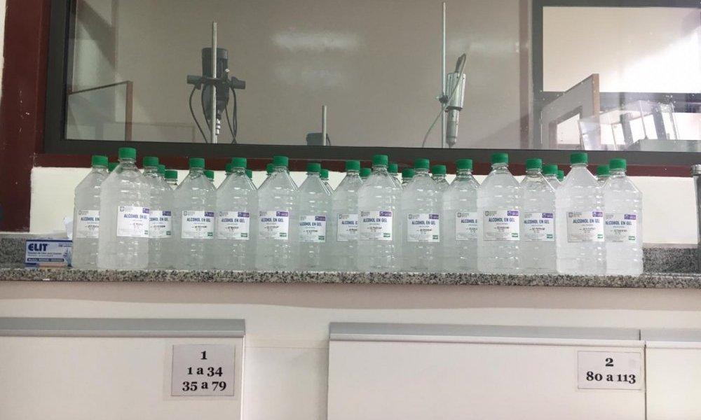 La Universidad entregó la primera tanda de alcohol en gel al Gobierno de San Luis