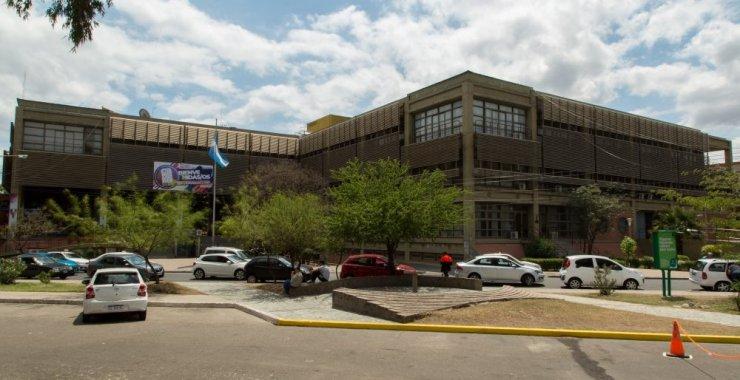 Por coronavirus extienden el cierre de los edificios de la Universidad