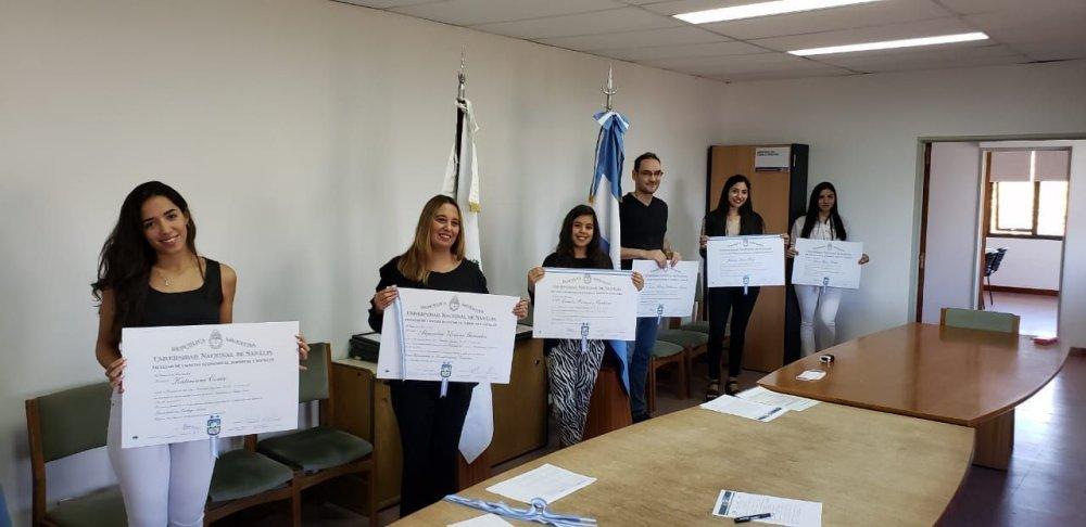 Trabajadores Sociales y Acompañantes Terapéuticos recibieron sus títulos