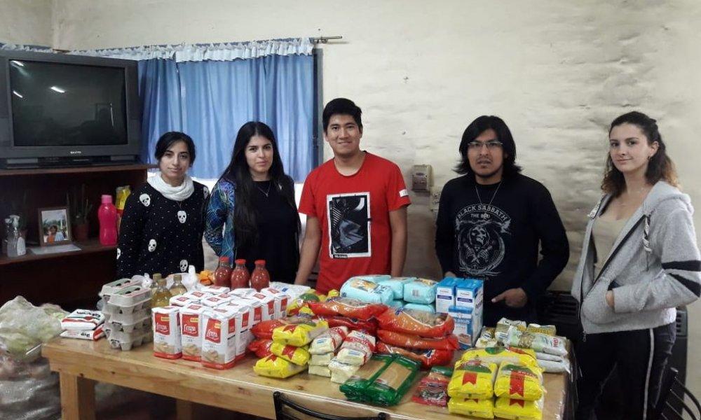 Continúa la entrega de alimentos en las residencias universitarias