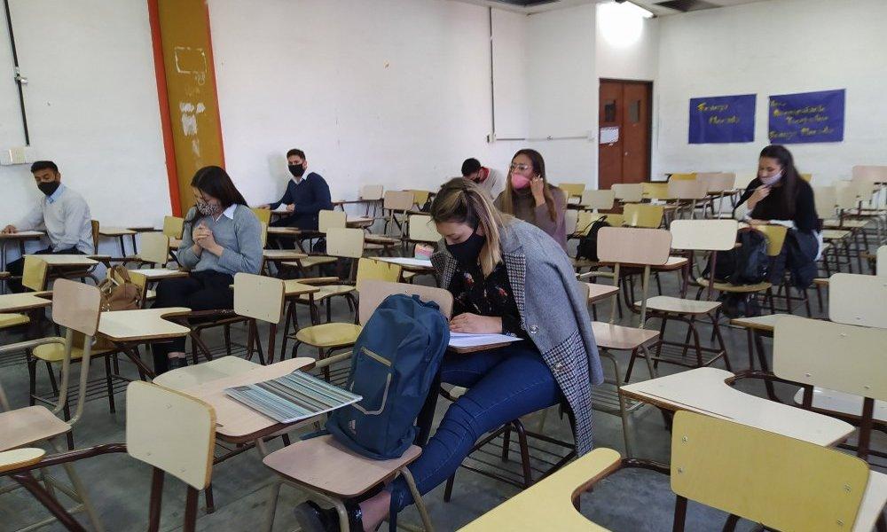 FCEJS: Más de 900 alumnos se presentan al primer llamado de exámenes presenciales