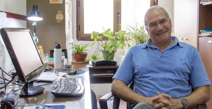 El geólogo Carlos Costa y sus 40 años de docencia