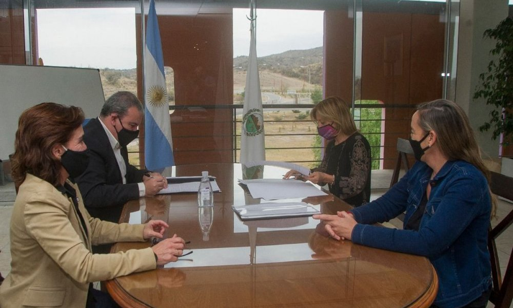 La UNSL y el Gobierno provincial rubricaron el convenio de cesión de la App de trazabilidad
