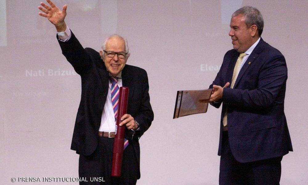 Héctor Fernández Álvarez recibió el Doctorado Honoris Causa por la UNSL