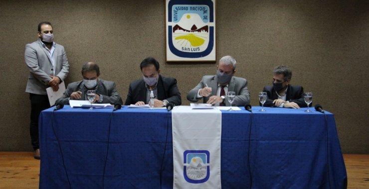 Rubrican acuerdos entre la UNSL y el sector industrial